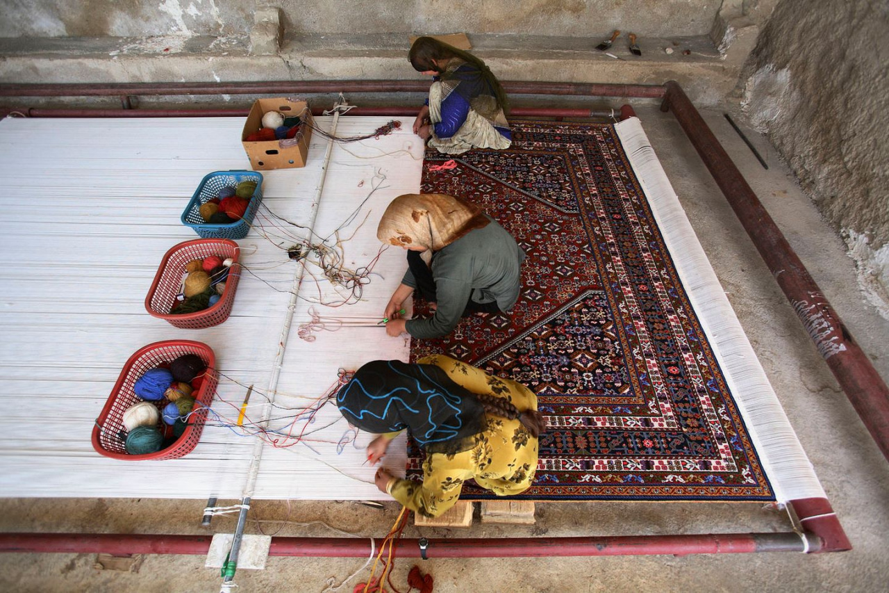 Currently, Iran has one million carpet weavers, 700,000 of whom work full-time