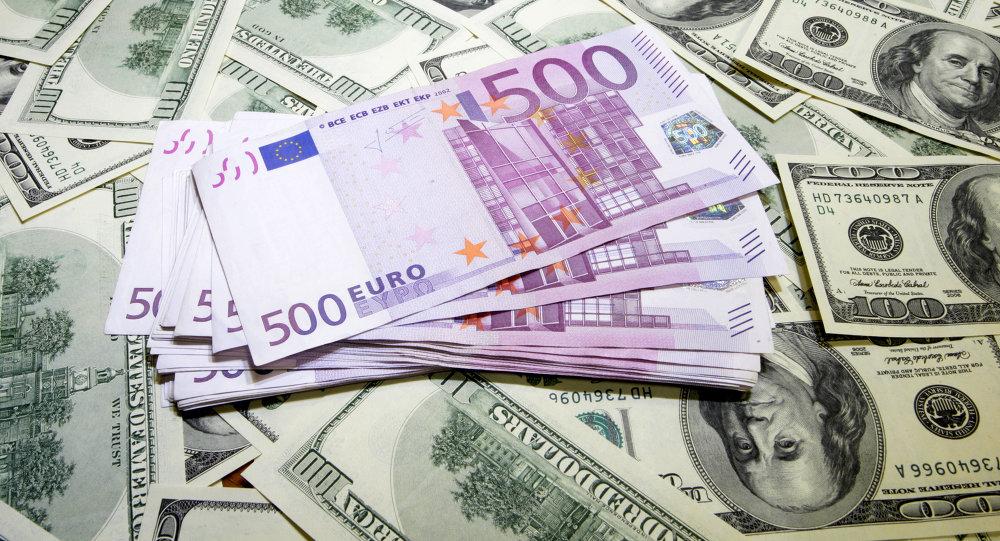 Convertitore dollaro euro Quanto sono 400 Dollari USD in Euro?