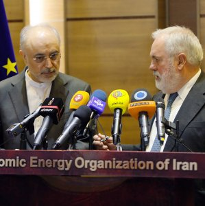 The European Commissioner for Energy and Climate, Miguel Arias Canete (3rdL) meets withIran's nuclear chief Ali Akbar Salehi (3rdR) in Tehran on Saturday.