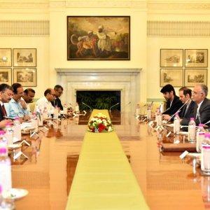 Araqchi Discusses Oil Exports, Nuclear Deal in New Delhi