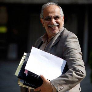 Economy Minister Masoud Karbasian