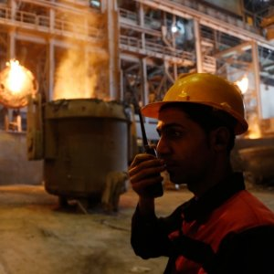 Iranian steelmakers produced 41.66 million tons of products during the year to register a 13.7% growth compared to last year's corresponding period.