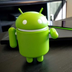Cafe Bazaar puts the number of Iranian Android app developers and related businesses at about 31,000.