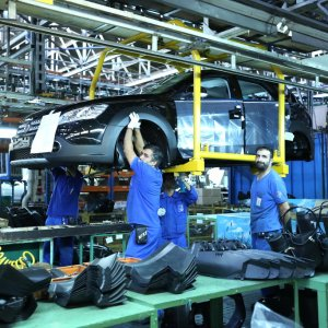 Gov't Seeking Way Out for Beleaguered Auto Industry
