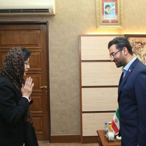 ICT Minister Mohammad Javad Azari-Jahromi (R) and the Asia-Pacific Telecommunity's secretary general, Areewan Haorangsi, met in Tehran on May 8.