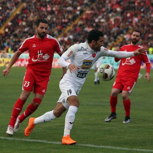 Vahid Amiri (No.19 in white) scored the winner for Persepolis.