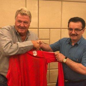 John Toshack (L) and Mohammad-Reza Zonouzi
