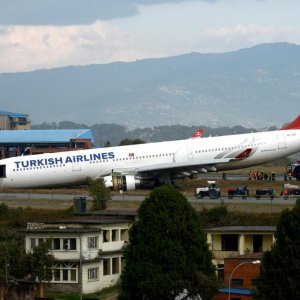 Turkish Airliner  Skids Off Runway