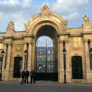EU Urges France to Cut Deficit