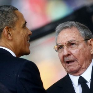 Obama, Castro Share Stage  at Summit as Detente Takes Hold