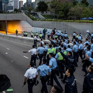 HK Clashes Force Closure of Gov't HQ