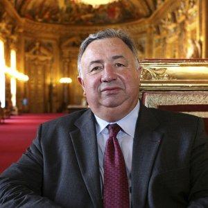 Top French Senator to Visit