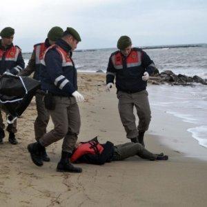 21 Migrants Drown