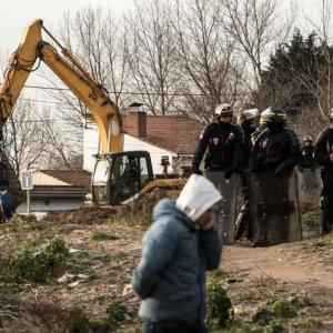Bulldozers Start Clearing Calais Refugee Camp