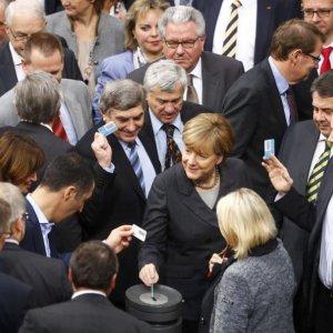 German Parliament Okays Anti-IS Mission