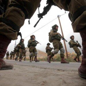 Israelis Kill  2 Palestinians