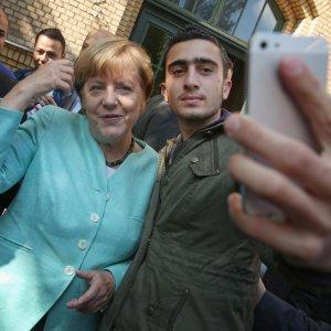 Merkel Opposes Linking Refugees With Terrorists