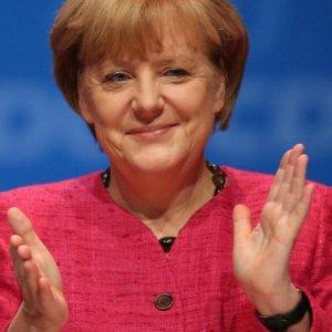 Merkel Party Finds Unity Over Refugee Motion