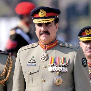 Pakistani Army Chief Leaves for Kabul