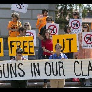 University of Texas Dean to Quit Over Gun Law