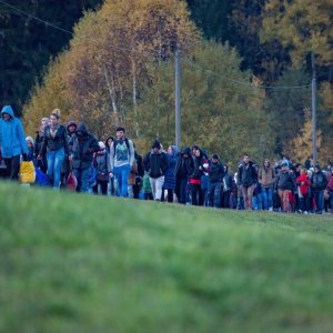 Germans Restrict Migrants'  Austrian Entry Points