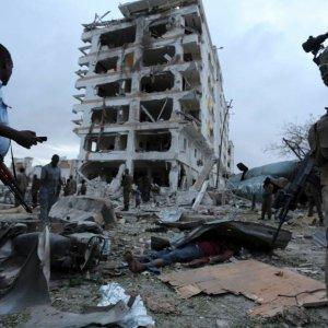 10 Killed in Somalia Hotel Attack