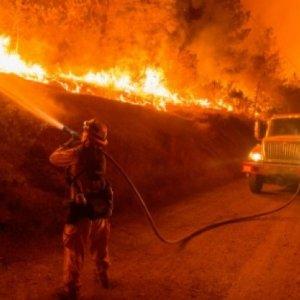 Thousands Flee California Fires