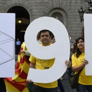 Spain Seeks Court help  against Catalan Vote