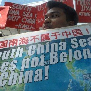 ASEAN, China Mull Hotline for Sea Dispute