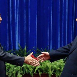 China, Japan Leaders  Hold Ice-Breaking Meeting