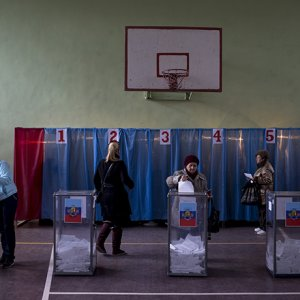 Incumbent Leaders Win East Ukraine Elections