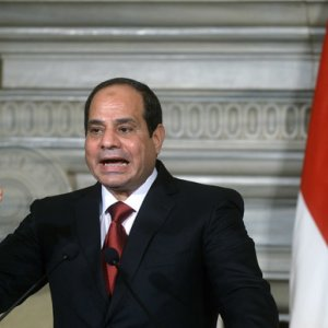 Egypt Calls for Int'l Intervention in Libya