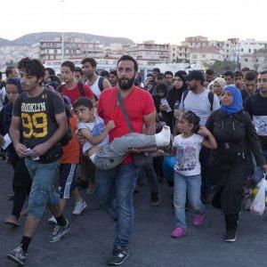 Thousands of Migrants Arrive in Austria