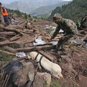 1000S Flee As Pakistan Floods Spread To Plains
