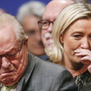 Le Pen Disowns Daughter