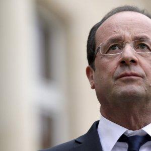 Hollande Down in Poll