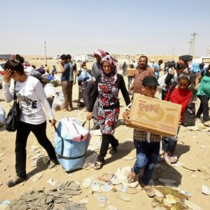 Hundreds of Syrian Christians Flee IS