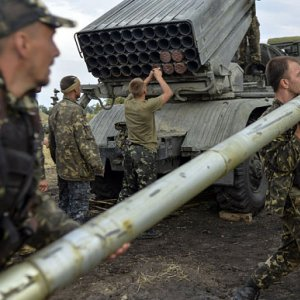 Kiev Says Cannot Withdraw Weapons as Attacks Persist