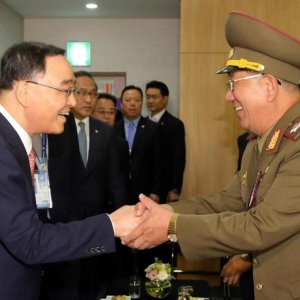 N. Korea Officials  in Rare South Visit