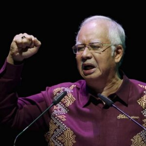 Malaysia PM Vows Not to Quit
