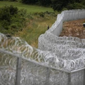 Balkan States Threaten  Border Closures Over Migrant Crisis