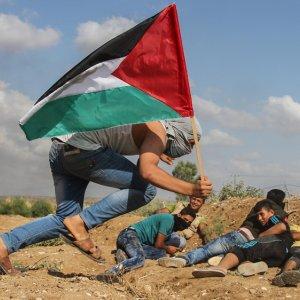 Pregnant Palestinian, Child Die in Israeli Airstrike