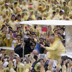 Pope Ends Asian Tour With Message of Peace