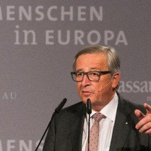 "Juncker Tells West: ""Treat Russia Properly"""
