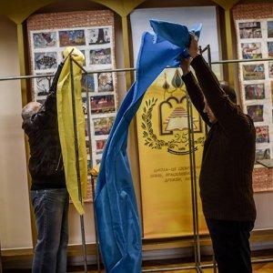Ukraine Votes Amid East's Boycott