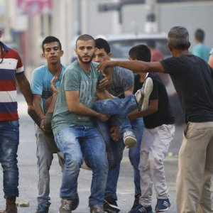 Palestinian Killed, Hundreds  Injured in West Bank