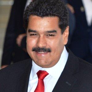 Caracas Hails Iran Cooperation
