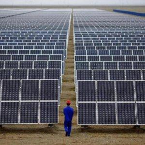 Oil Billionaire Makes $450m Bid on Russian Solar Ramp-Up