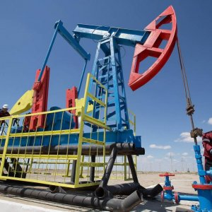 Iran Renews Oil Contracts With China