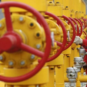 China Sets Oil Price Floor to Protect Domestic Supply